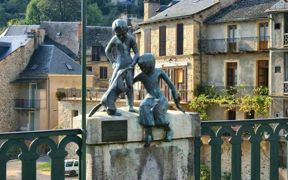 Памятник сурку в Сен-Жене-д'Ольт